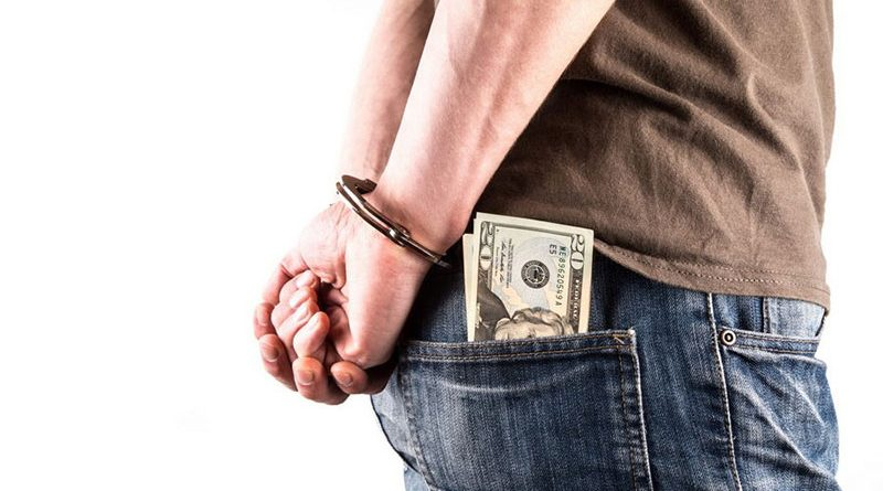 Бывшего начальника МРЭО ГАИ Пинска будут судить за злоупотребление властью и взятки