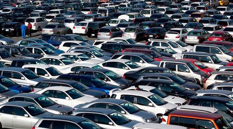 mnogo-avtomobilej-1200x560