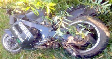 Попал в аварию мотоциклист, которого 72 раза привлекали за нарушения ПДД. Погиб его пассажир