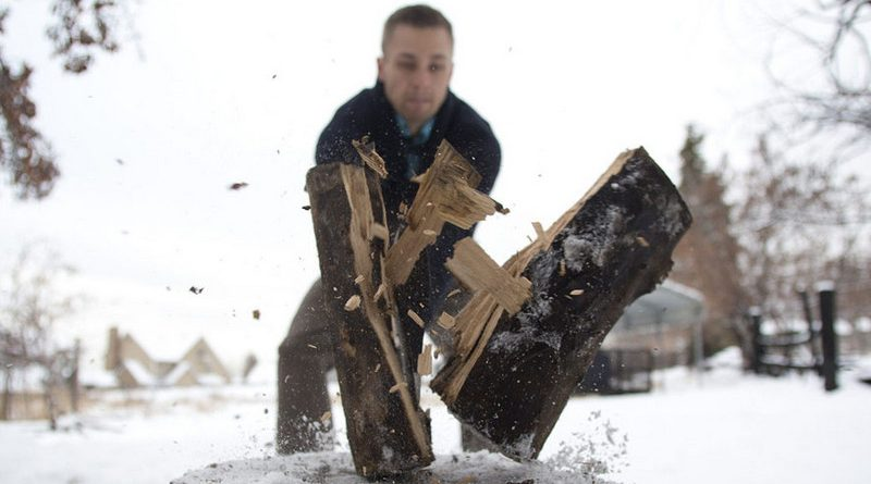 "Hugh Vail cuts firewood at his home in Bountiful, Utah, December 10, 2012. While most ""preppers"" discount the Mayan calendar prophecy, many are preparing to be self-sufficient for threats like nuclear war, natural disaster, famine and economic collapse. Picture taken December 10, 2012. REUTERS/Jim Urquhart (UNITED STATES - Tags: SOCIETY) ORG XMIT: SLC110"