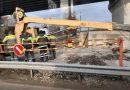 В Пинске при реконструкции моста перевернулся автокран